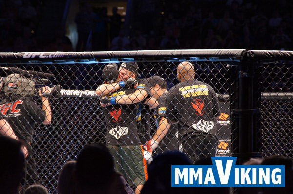 Gustafsson Celebrates the Team Victory with Coaches