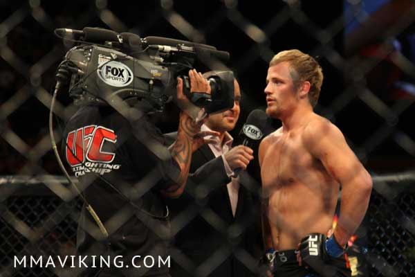 Gunnar_Nelson_Talks_Anik