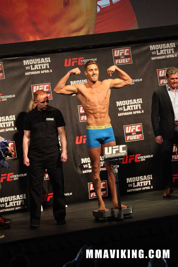 Spang_weigh_in_UFC