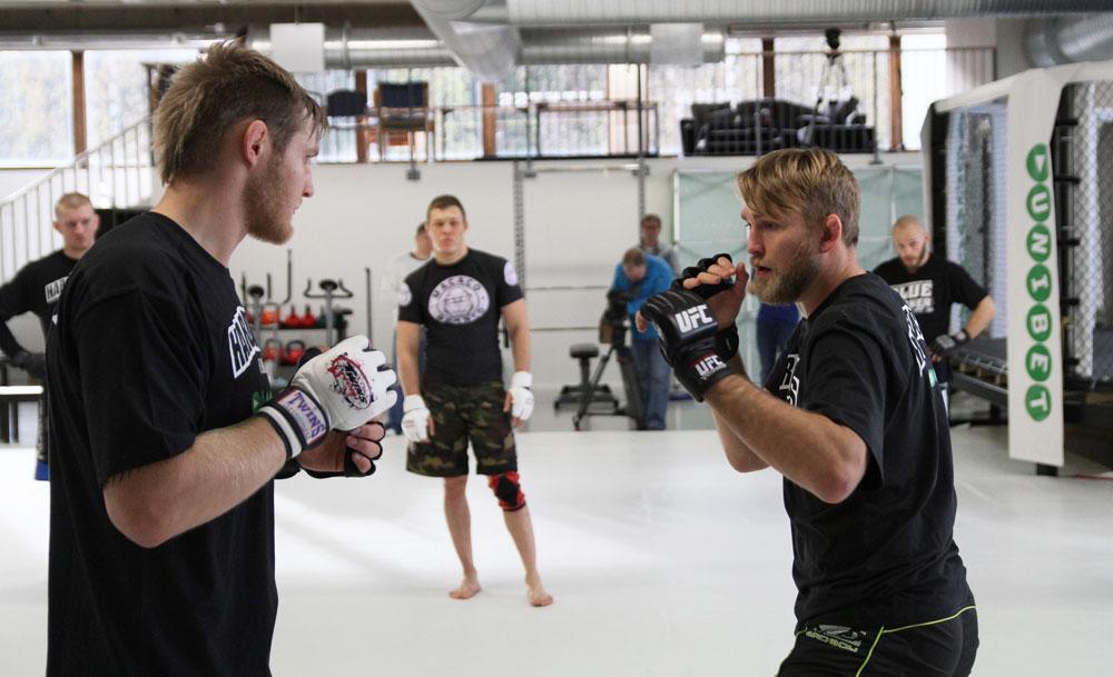 Vantinnen and Gustafsson Training at Hardknocks Helsinki Open Workouts