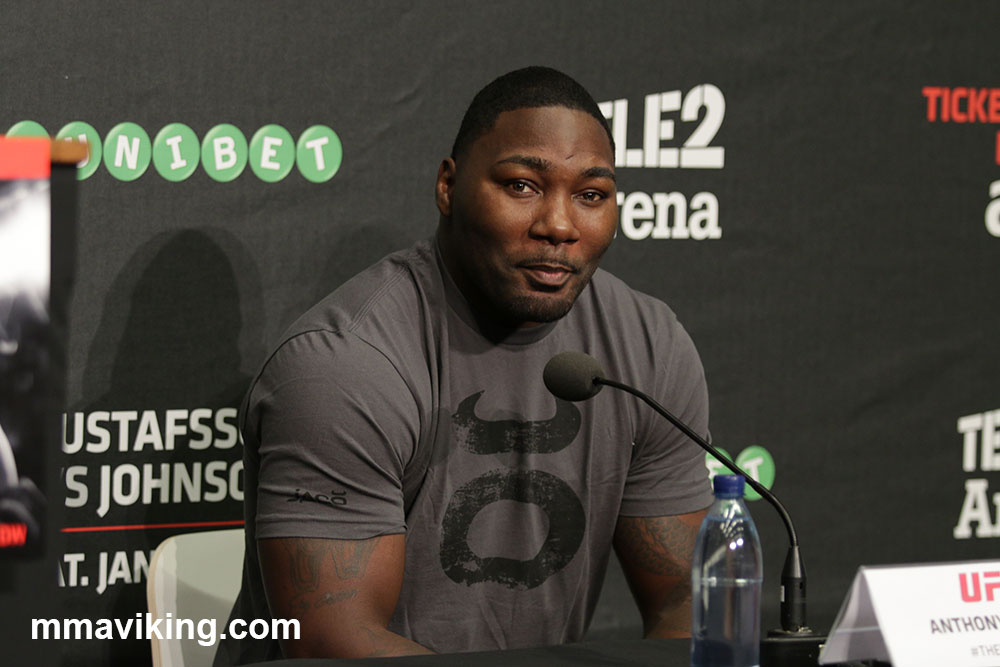 Anthony Johnson on Looking Huge in Picture 'It Was the Angle