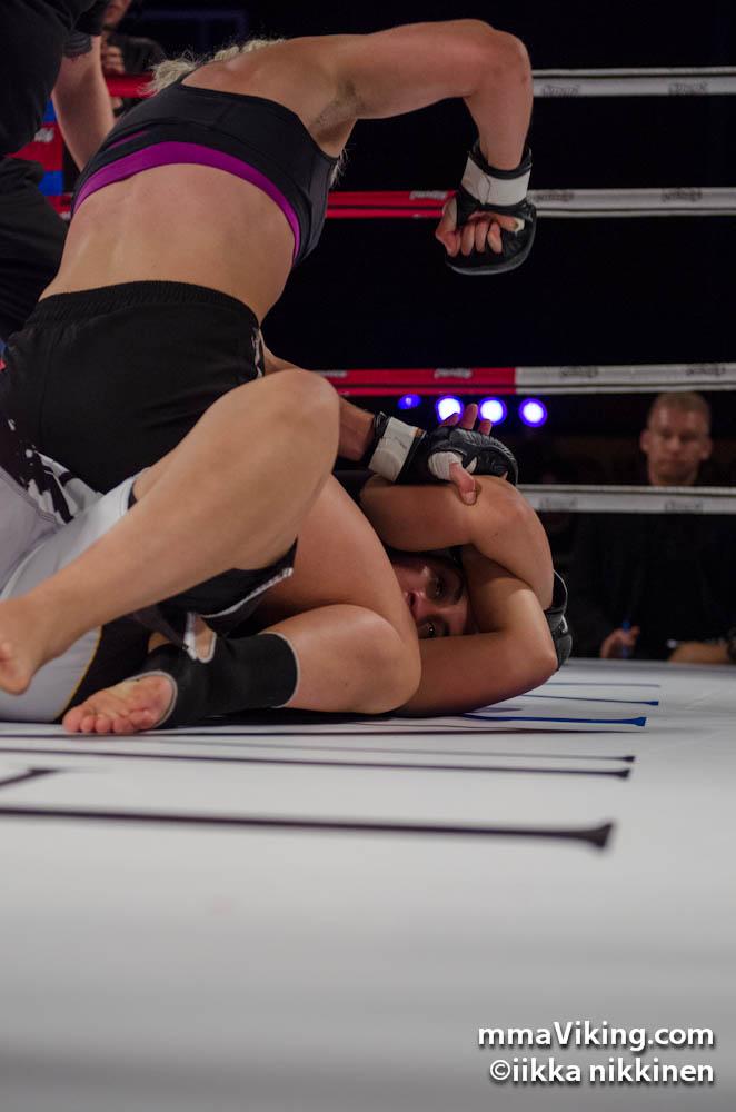 Eeva Siiskonen won her first pro fight impressively.
