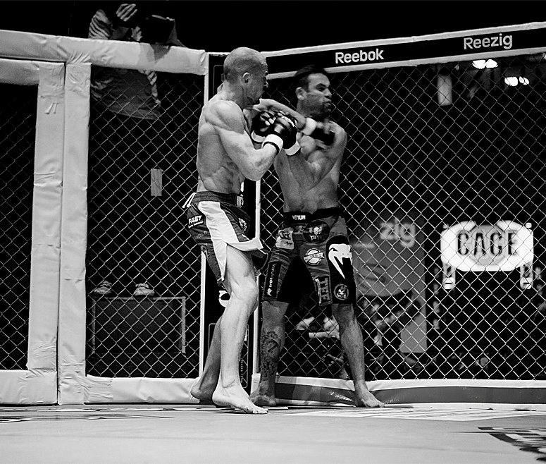 Kuivanen putting the hurting on Thiago Meller at Cage 16. Photo by Petri Mast.