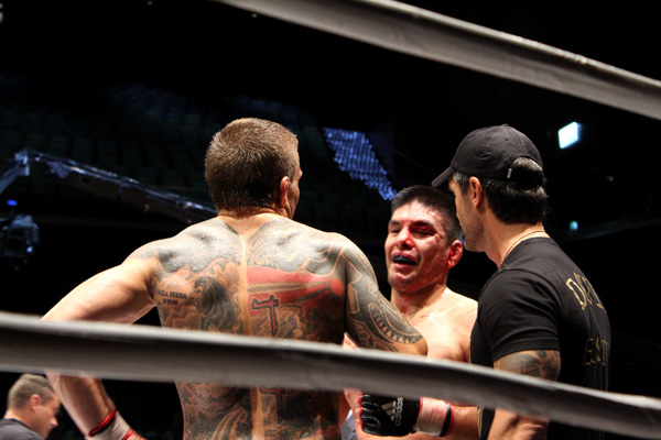 Bielkheden got the win with a unanimous decision. After the fight Gonzalez congratulating his opponent, smiling.