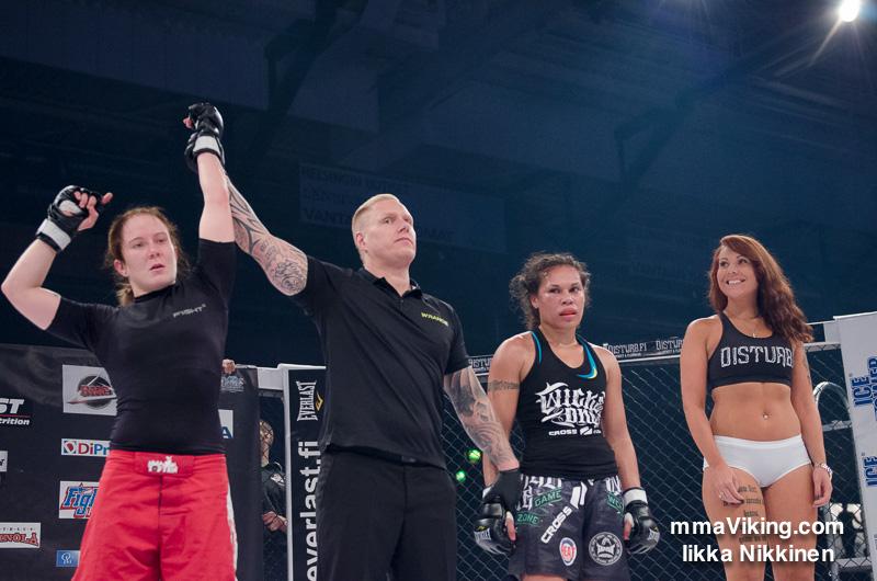 Tina Lähdemäki won the fight with an armbar