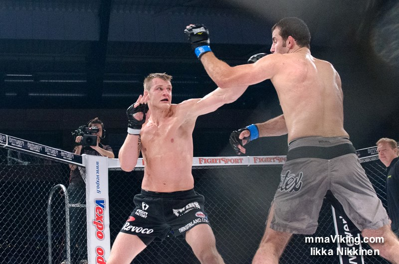 Marcus Vänttinen successfully defended his Cage LHW belt at Cage 23 against Denmark's Joachim Christensen