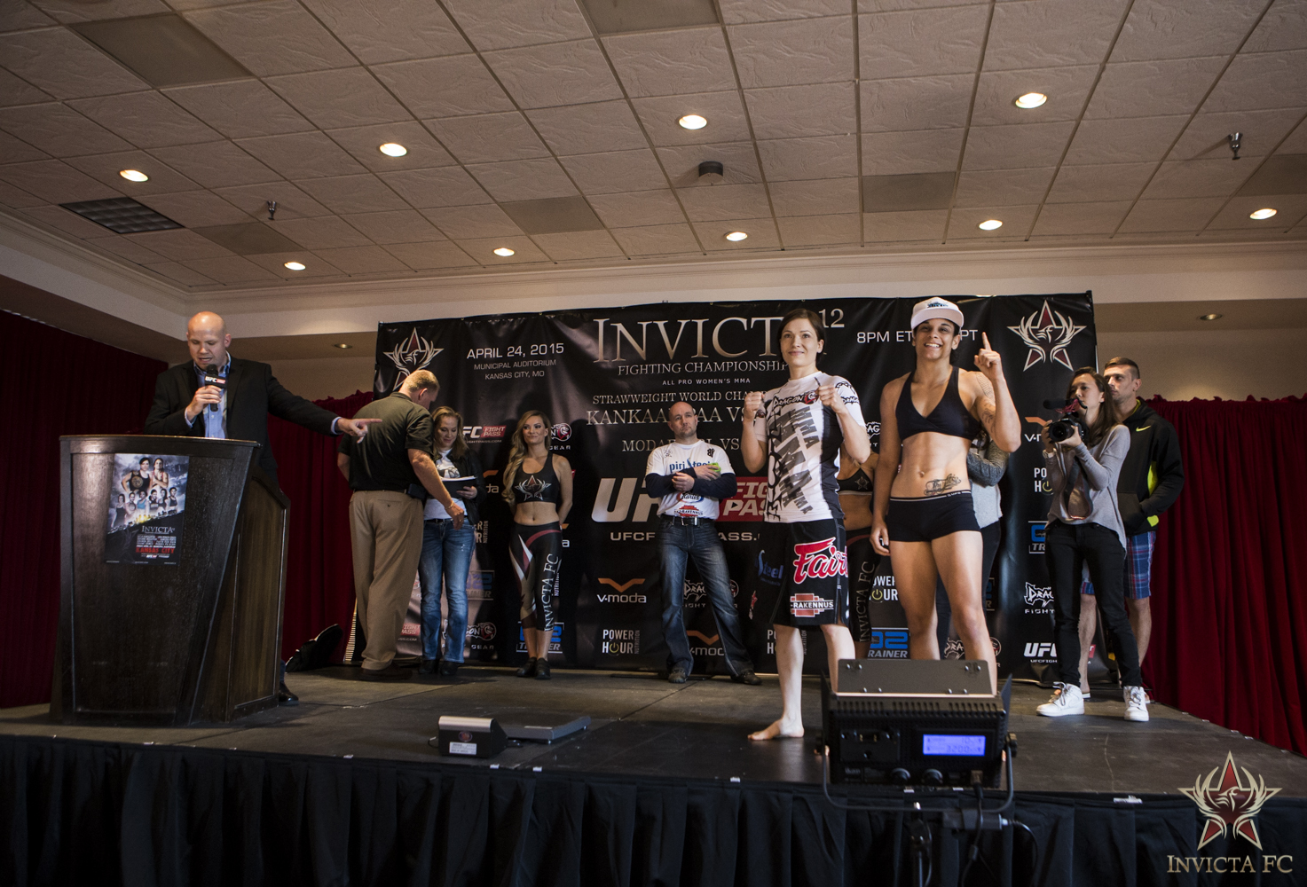 Kankaanpaa and Souza at Weigh-ins (Photo from Invicta FC)