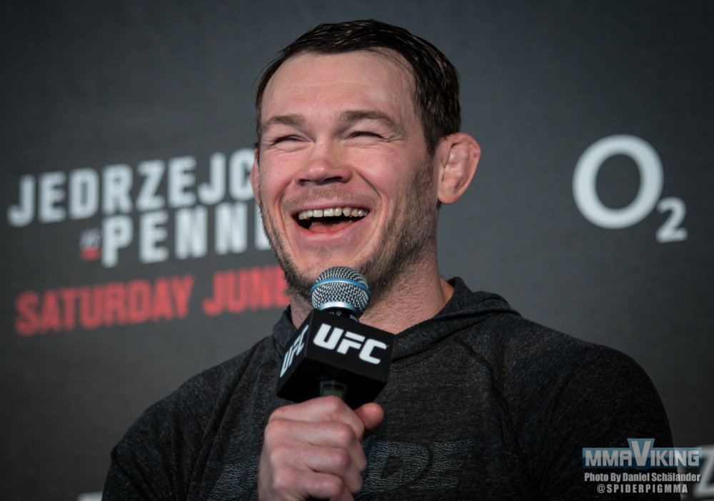 Forrest Griffin having a good time with the fans in Berlin