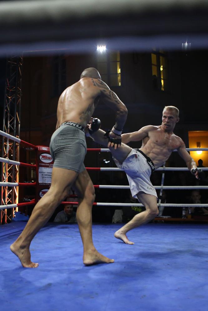 Kvarnström started the fight strong.
